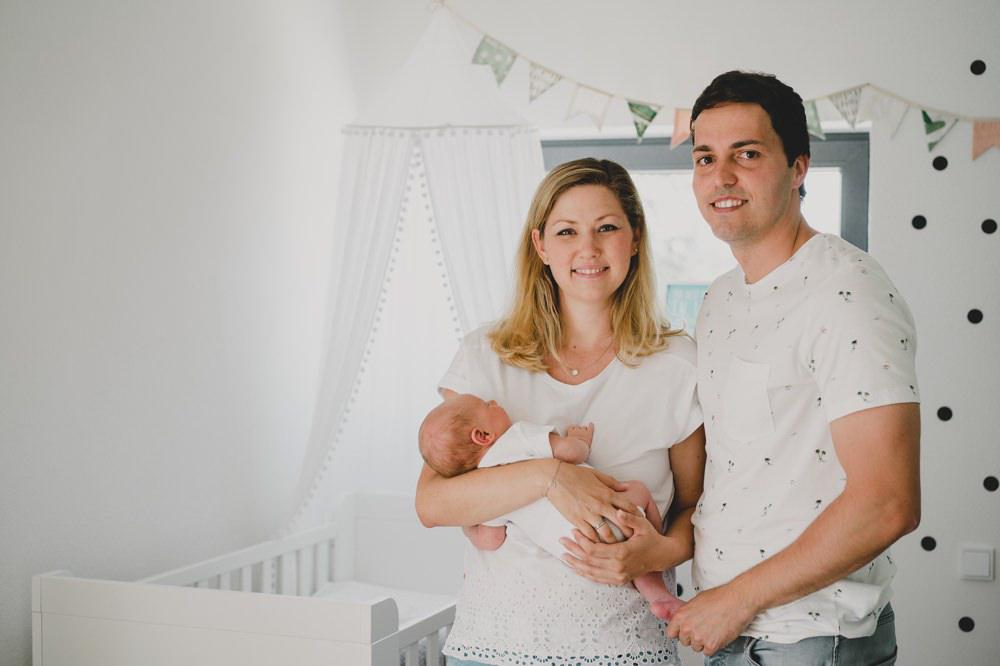 mama+papa+baby im babyzimmer